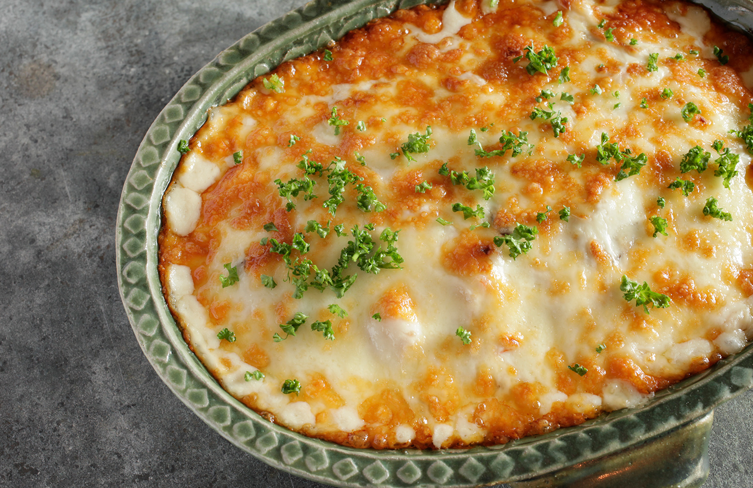 エビドリア。 <br>湯気まで味わいたくなるコムギ料理を囲めば、たちまち食卓もほっこりあたたか。冷水さんの冬のレシピをお届けします。